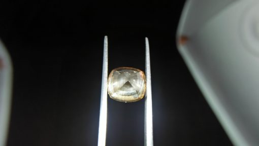 Ceylon Natural Yellow Sapphire Weight : 8.55Cts Dimensions : 11.19 mm x 10.1 mm x 8.2 mm Color : Yellow Treatment: No Heating Transparent: Good transparency Shape : Cushion shape Clarity : VS Source: Sri Lanka 黃色的藍寶石 重量 : 8.55Cts 尺寸 : 11.19 mm x 10.1 mm x 8.2 mm 颜色 : 黄色 治疗 :不加热 透明 : 好透明 形状 : 垫形 清晰度 : VS 来源:斯里兰卡 寶石直接來自矿塲