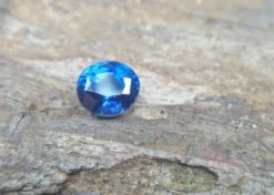 NATURAL BLUE SAPPHIRE Weight : 2.24Cts Dimension : 7.3 mm x 6.6 mm x 5.5 mm Color : Cornflower Blue  Treatment: No Heating Transparent: Good Transparency Shape : Ovel Clarity : SI 蓝宝石 矢車菊 重量 : 2.24Cts  尺寸 : 7.3 mm x 6.6 mm x 5.5 mm 颜色 : 蓝色 ( 矢車菊 ) 透明 : 好透明  形状 : 椭圆形  清晰度 : SI