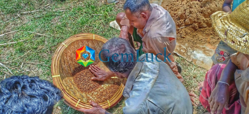 Gem Mining In Sri lanka - Gem Luck ( Natural Gemstones Directly from the Source ) 3